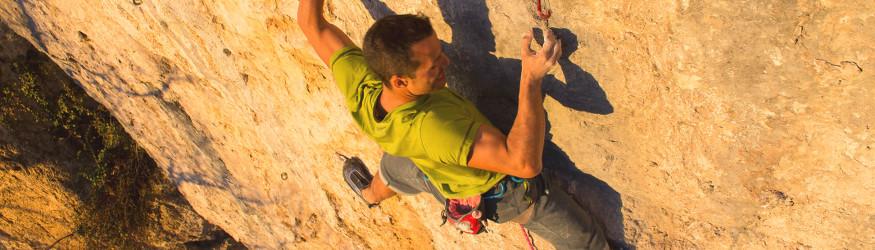 Climbing harnesses